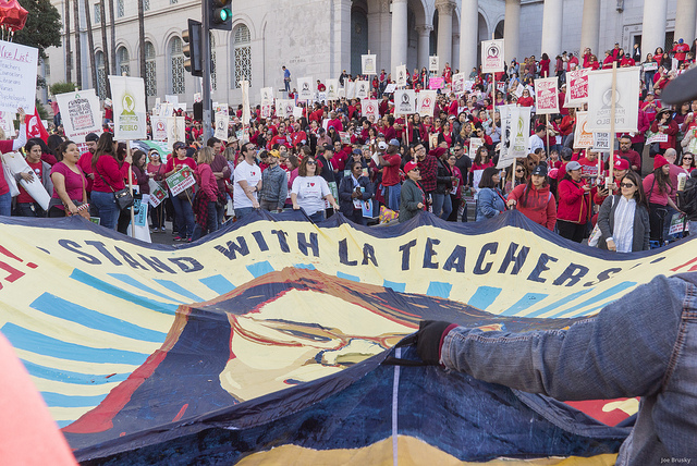 Teachers+gather+spreading+a+UTLA+banner.