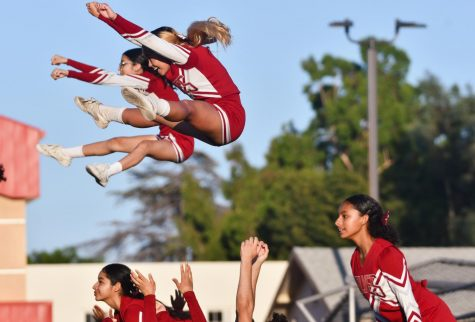 ▷ How the Varsity Cheer team prepares for games