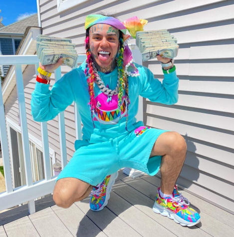 A recent picture Tekashi 6ix9ine posted on his Instagram account, flexing his money.
