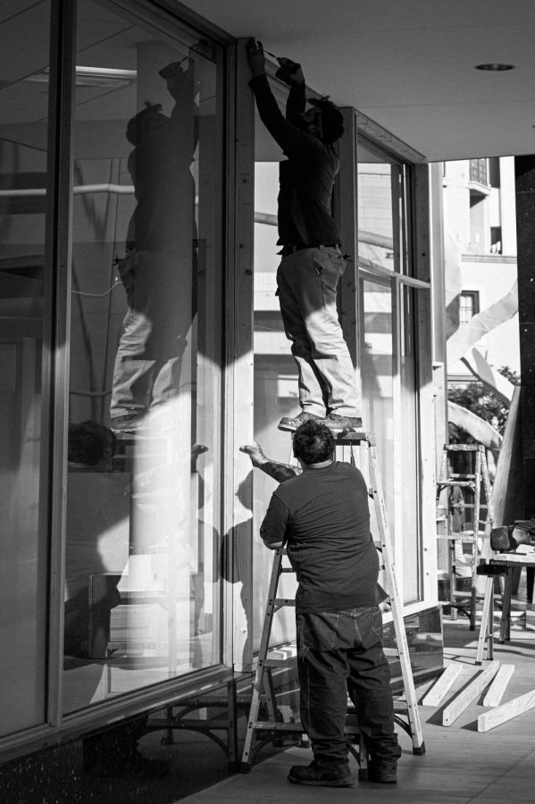 BEVERLY HILLS BOARD UPS Workers are boarding up a store in Beverly Hills on Election Day. (NOV 3, 2020)