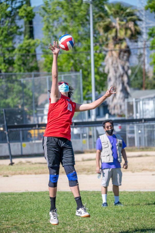 #10 Sebastian Carpintero sending off a float serve to get keep his team's momentum going.