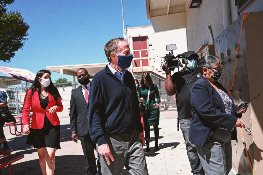 Superintendent Austin Beutner (Center) is entering a classroom along with Principal Gardea (Right), Superintendent Tony Thurmond (Left Center) and LAUSD Board Member Kelly Gonez (Left).