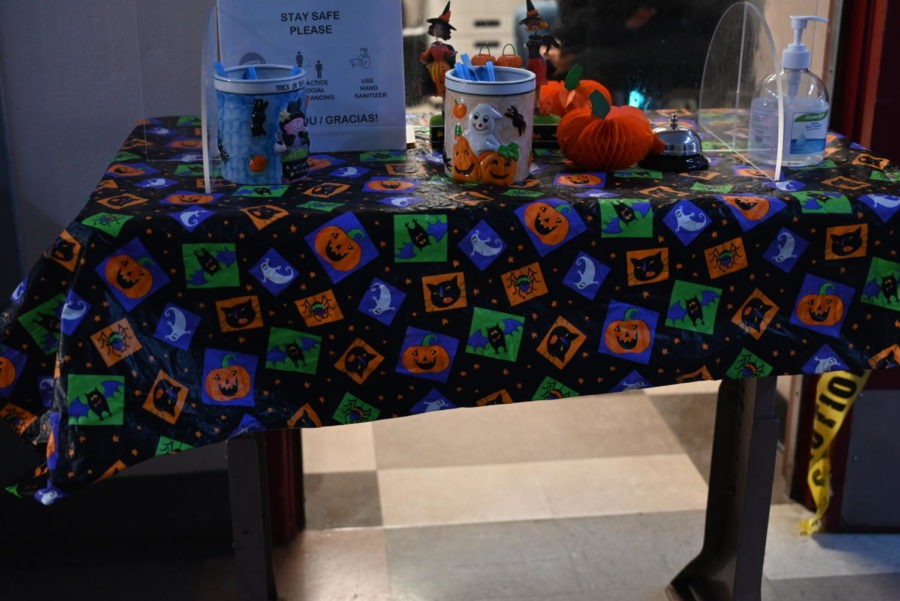 The magnet office decorates their help desk with pumpkin-designed tablecloth and mugs in the spirit of Halloween.